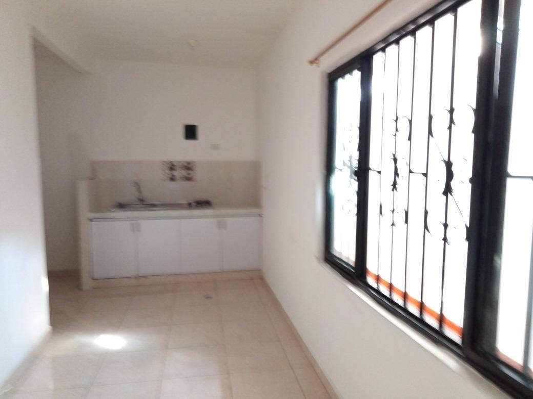 rento apartaestudio 3 ambientes$580;mil servicios incluidos