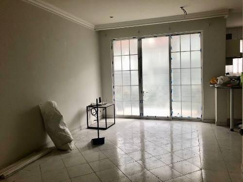 rento casa en interlomas con seguridad remodelada