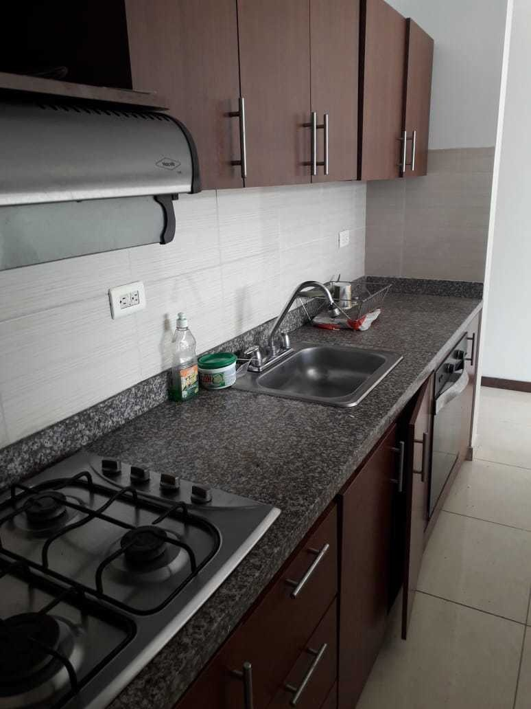 rento comodo apartamento 3 cuartos 2 banos