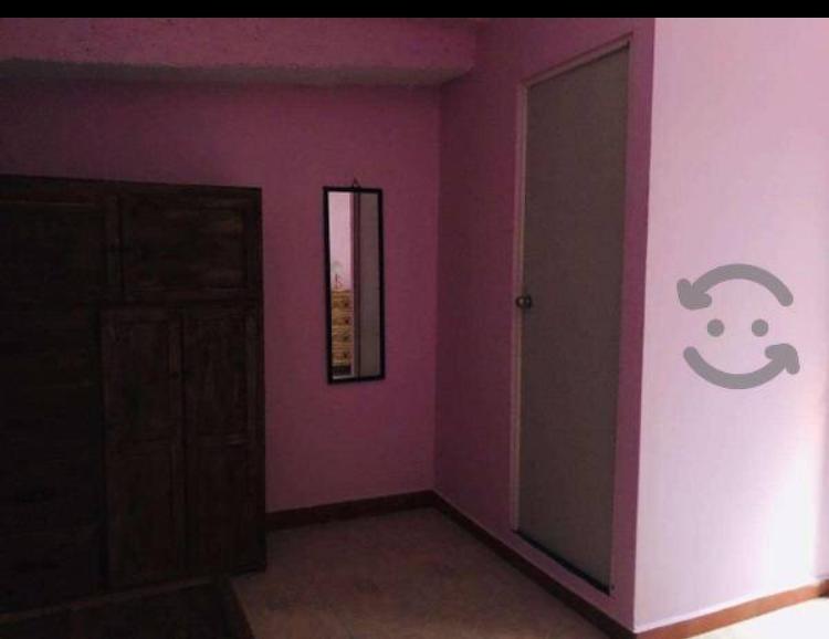 rento habitación de 30m2 solo mujeres baño propio y estacion