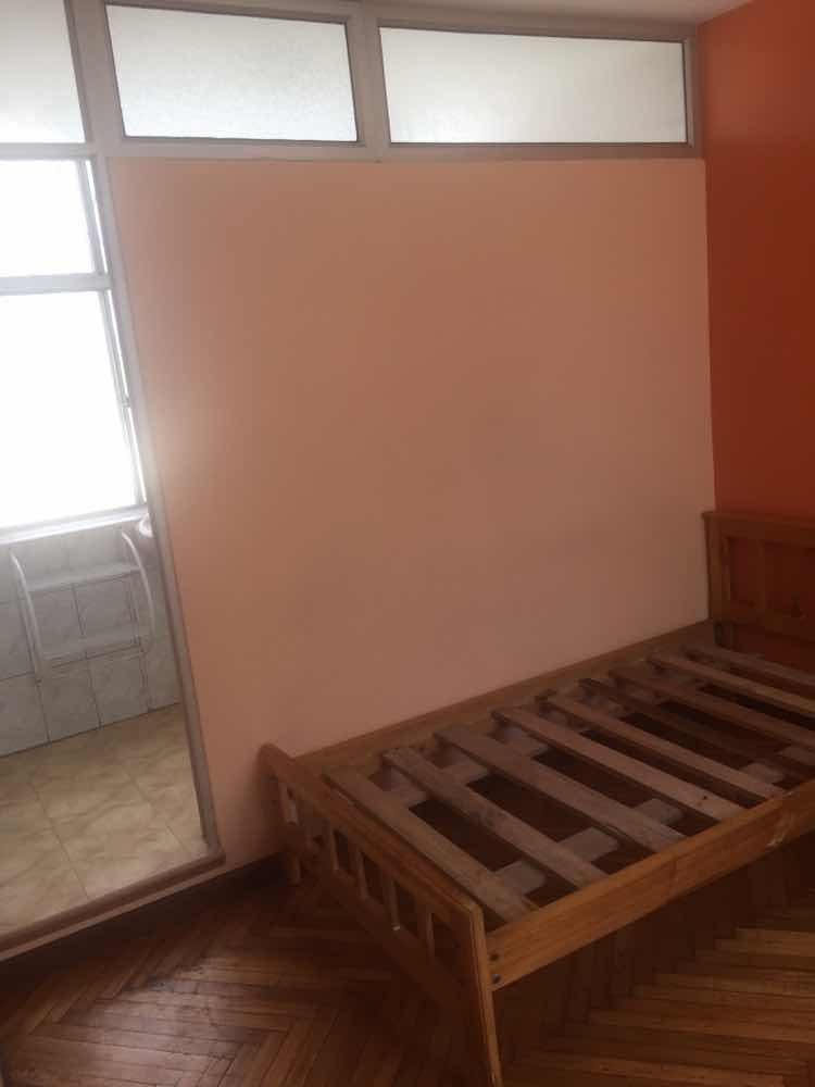 rento habitaciones alrededor clínica pichincha , estudiantes