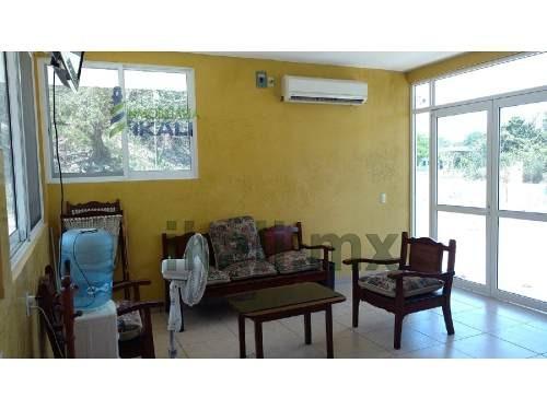 rento hotel en col. universitaria tuxpan veracruz 15 habitaciones, semi nuevo, se encuentra funcionando y está ubicado en el km. 7 de la carretera tuxpan - tampico, en la colonia universitaria cuenta