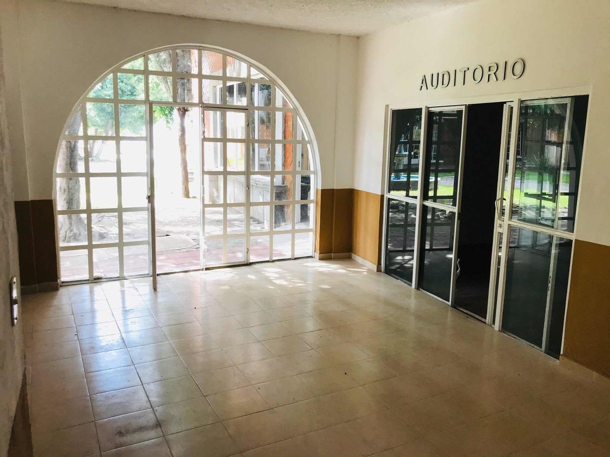 rento instalaciones adecuadas para universidad
