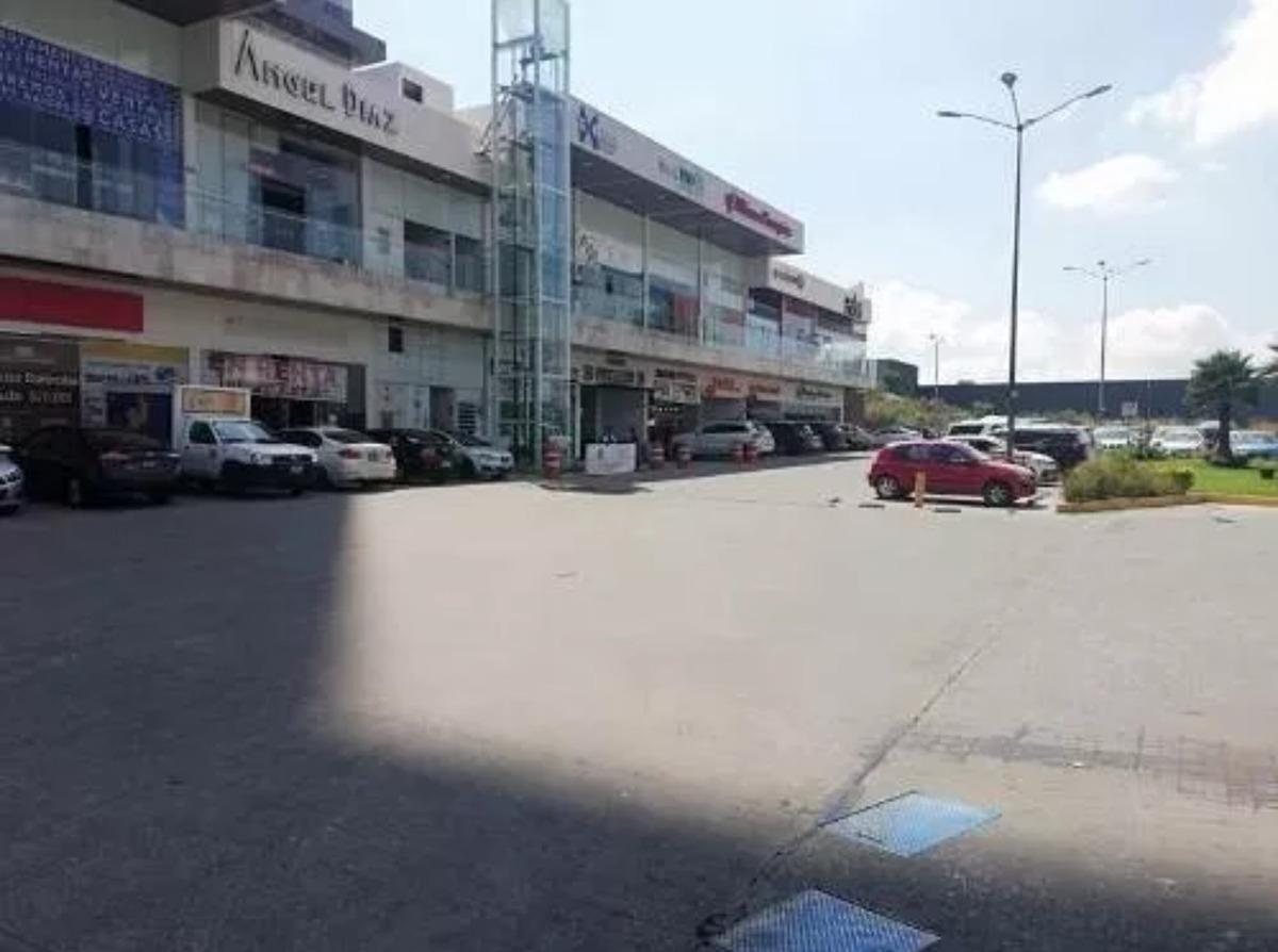 rento local comercial en plaza aventura lomas de angelopolis