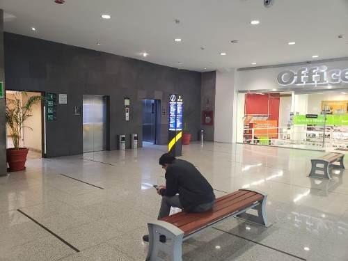 rento local en centro  comercial 128 mtrs  propio muebleria,