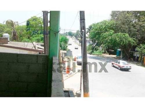 rento locales en esquina la victoria tuxpan veracruz, se encuentra ubicado en la carretera cobos de la colonia la victoria esquina con la carretera a cazones, edificio que se puede ocupar como locale