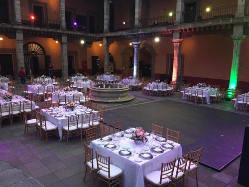 rento patio en recinto histórico con servicio de banquetes