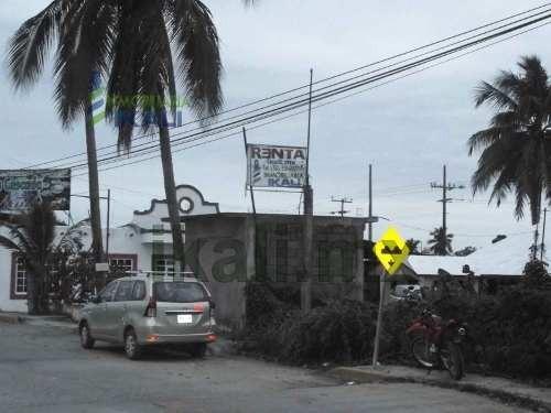rento predio comercial tuxpan ver en ubicado en la carretera a la playa en colonia la calzada a la altura de la base naval del golfo y aun costado del restaurante la cascada, es un terreno de 580 m²,