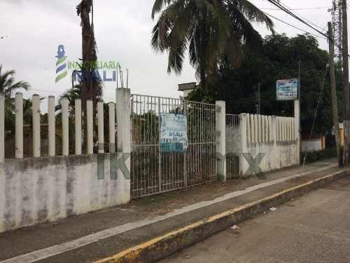 rento terreno comercial tuxpan ver en ubicado en la carretera a la barra en colonia la calzada a la altura de la escuela técnica pesquera, es un terreno de 512 m² con 15 de frente al boulevard, cuent