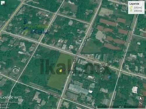 rento terreno tuxpan veracruz, tiene 2 esquinas y esta ubicado entre las calles gutiérrez zamora, general silva y maximino guzmán en santiago de la peña,es un terreno de 2,350 m² bardeado, cuenta con