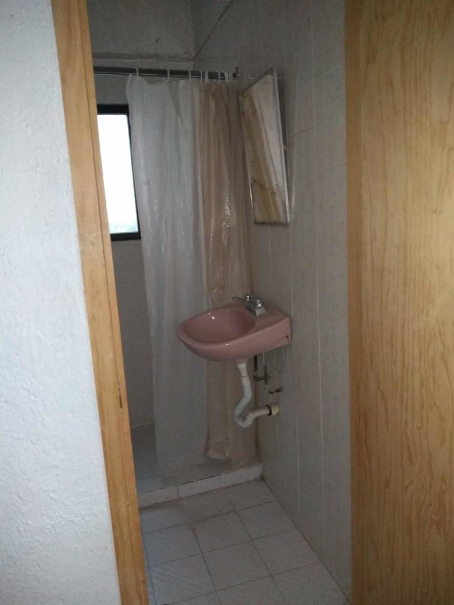 rento tres habitaciones con 2 baños para damas únicamente