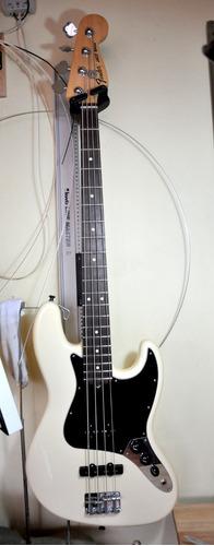 reparación construcción guitarras, bajos, mandolinos, ukele