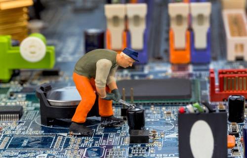 reparación de hardware y software de computadoras u laptops