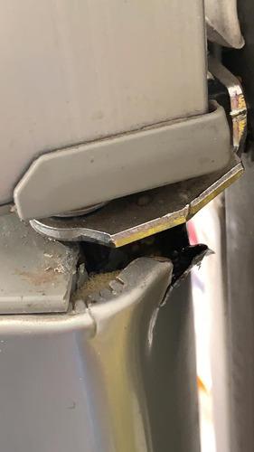 reparación de puertas de heladeras bujes/perno/chapa/pintura