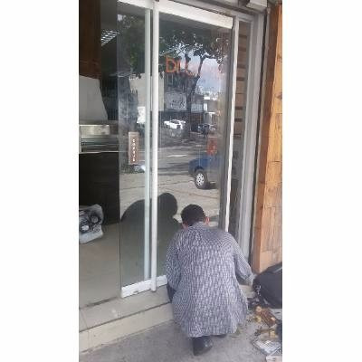 reparacion de puertas de vidrio en chacao comerciales