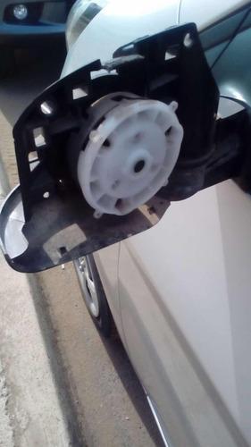 reparación e instalación de espejos retrovisores laterales
