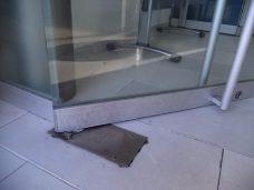 reparacion mantenimiento puertas, de vidrio templado freno