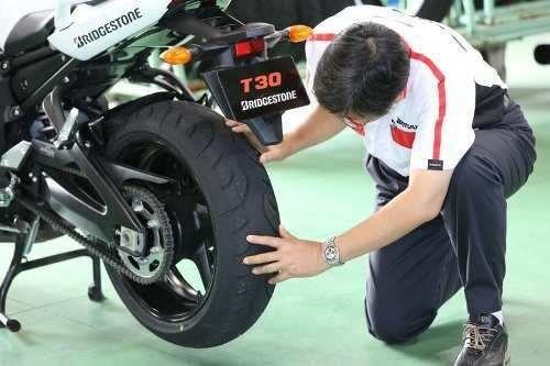 reparacion neumatico de moto en fazio servicio premiun ktm