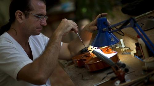 reparacion violines antiguos, reparacion guitarras rotas
