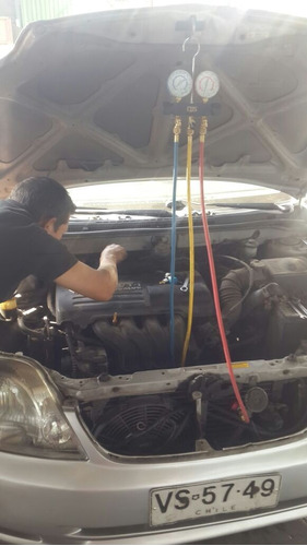 reparación y carga de aire acondicionado automotriz