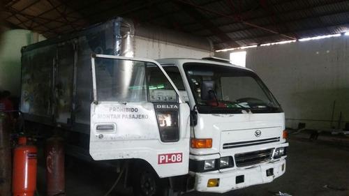 reparación y construcción de camas para camiones.