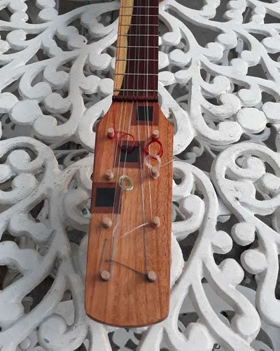 reparación y fabricación de instrumentos musicales