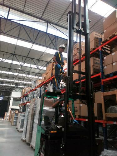 reparación y mantenimiento de apiladores, montacargas, etc.