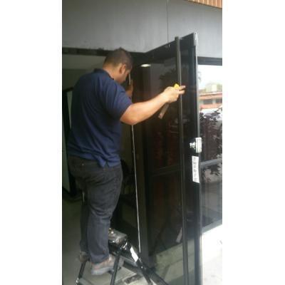 'reparacion y mantenimientos de puertas de vidrio frenos