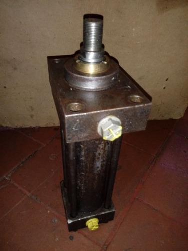 reparaciones de criques, cilindros, zorras y mangueras.