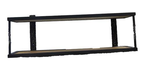 repisa de hierro y madera, con detalles rústicos.