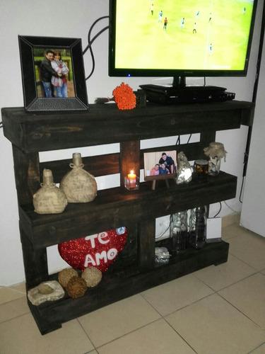 repisa de madera, rústica, con luz a elección