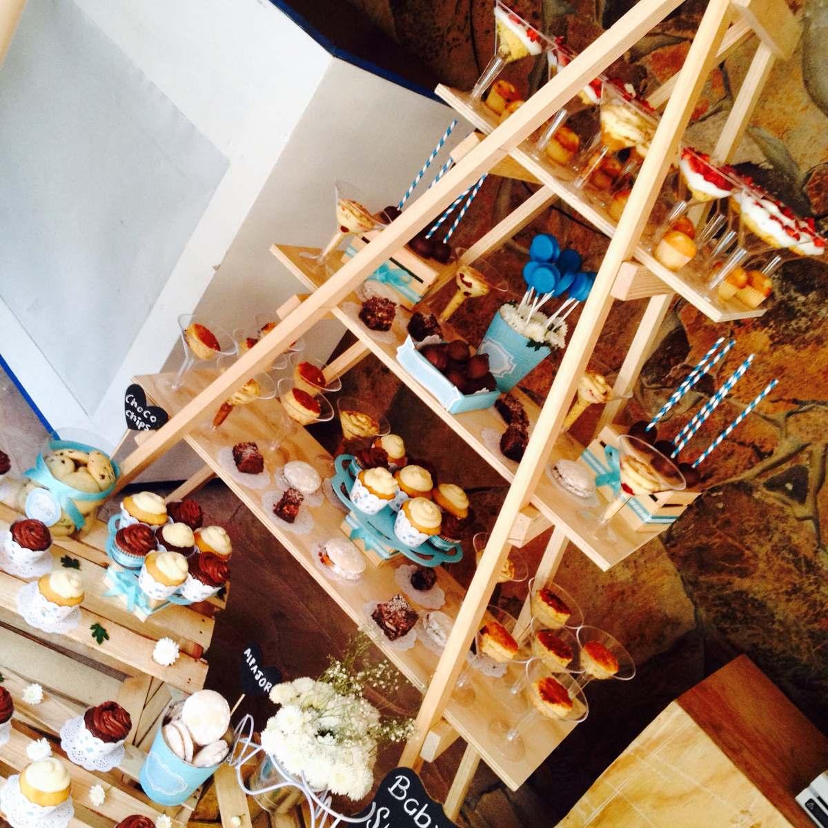Repisa de madera mueble de madera para mesas de dulces for Mesas de madera para esquinas