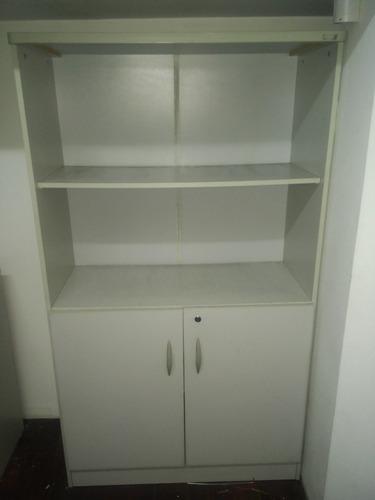repisa escritorio, con estante y puertas con llave
