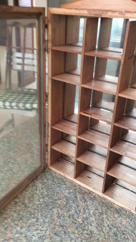 repisa/vitrina / juguetero en madera para colgar