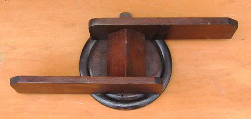 repisita antigua de colgar de madera largo 0.38 altura 0.16