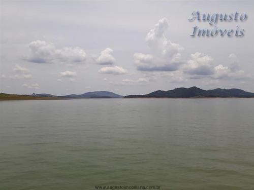 represa piracaia, pé na água alto padrão.