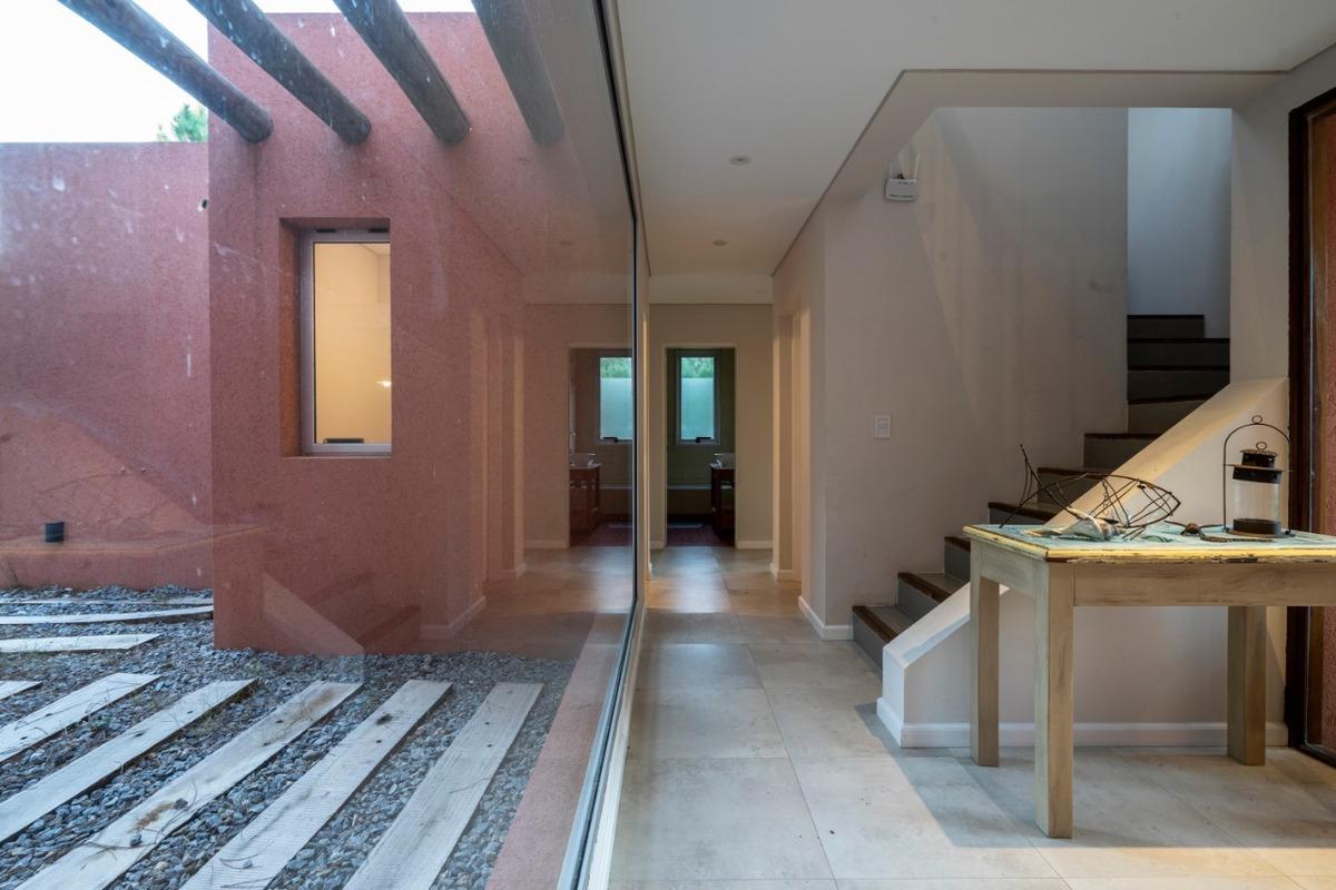 res 1, 270 hermosa casa!!