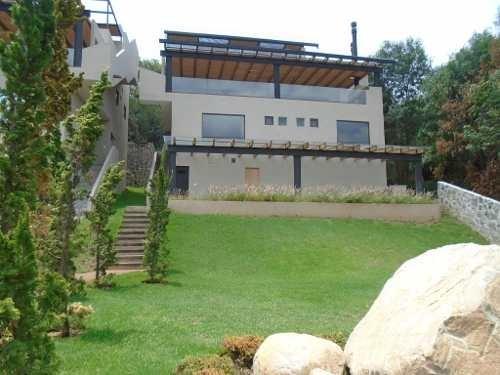 residencia con acabados de lujo, vigilancia y servicios de concierge.
