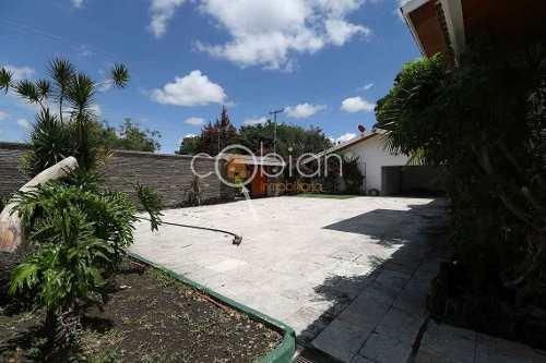 residencia con alberca, cancha de tenis y jardín en atlixco