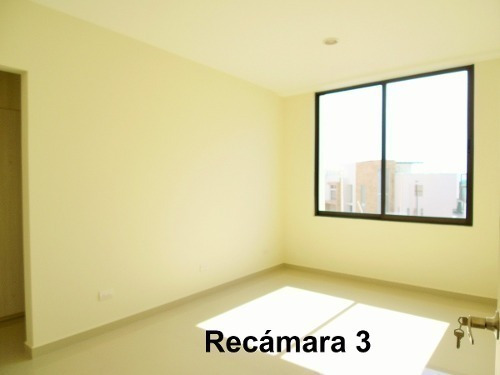 residencia con family room en lomas de angelópolis