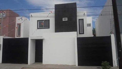 residencia con gran terreno,acabados muy modernos