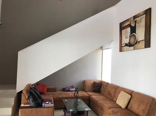 residencia de 2 pisos en lomas de dzityá