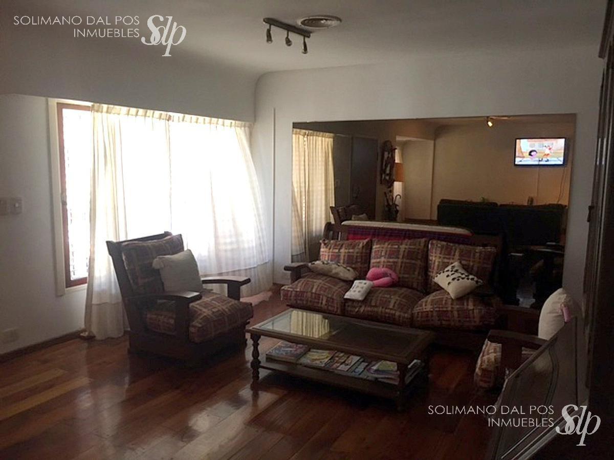 residencia de 5 ambientes en excelente entorno -martinez
