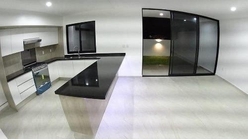 residencia de autor en altos juriquilla, 4ta recamara en pb, jardín, mezzanine