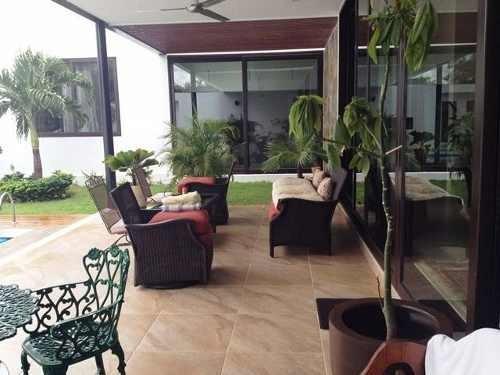 residencia de una planta en country club yucatan