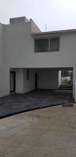 residencia en condominio, excelente iluminación y amplios espacios.