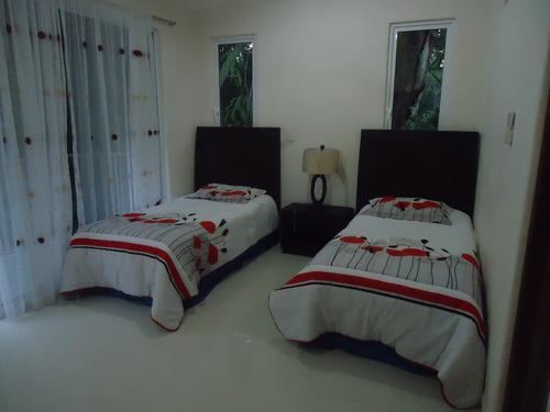 residencia en ixtapa 4 recamaras sala comedor alberca estaci