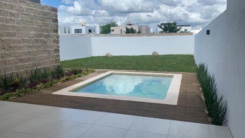 residencia en lomas de dzityá, con hermoso y amplio jardín trasero + alberca.