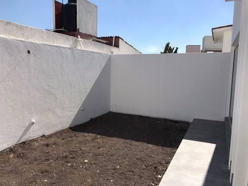 residencia en milenio iii, 3 recámaras, estudio, jardín