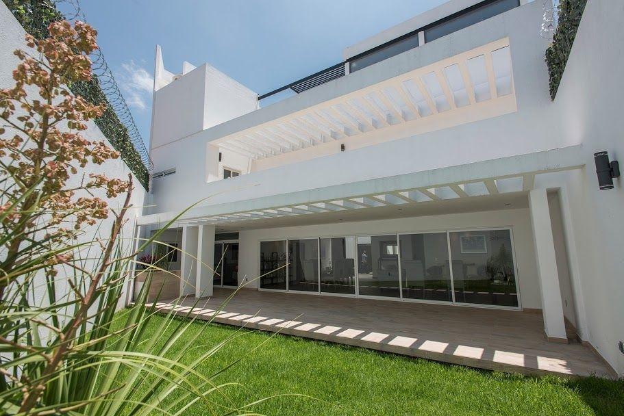 residencia en milenio iii, garage 4 autos, bar, jardín, jacuzzi, cto serv, lujo